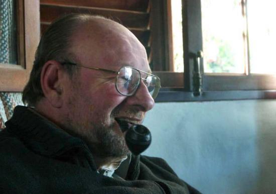 ALEJANDRO FINZI,ESCRITOR Y PROFESOR DE LITERATURA.