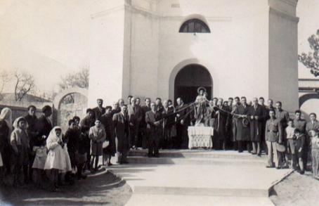 procesion-fente-a-la-parroquia